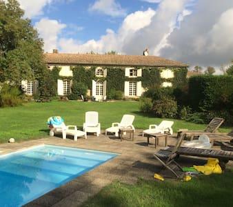 Chartreuse Bordelaise du XVIIIe siècle - Guesthouse