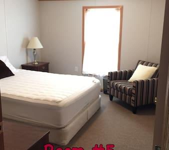 Winter Harbor Village Dorm Room 5 - Internat