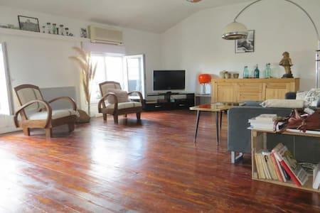 Appartement au centre ville, proche de la cité!!! - Apartment