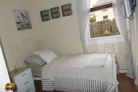 single room sharing bathroom - Dalkeith - Villa
