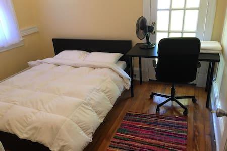 Private bedroom Queen bed desk - Casa
