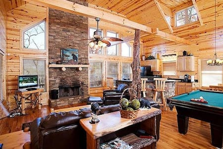 Private Cabin with a Brand New Fire Pit - Cleveland