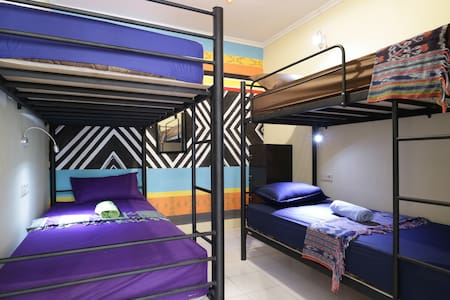 Female Dormitory Room with AC - Kraton - Bed & Breakfast