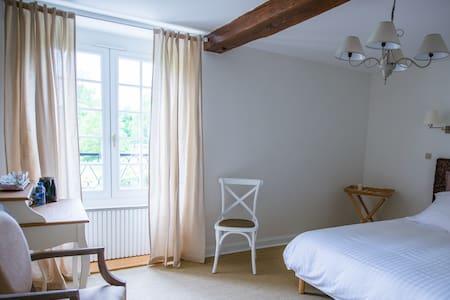 Moulin Bois Coûtant chambre Oiseaux - Aamiaismajoitus