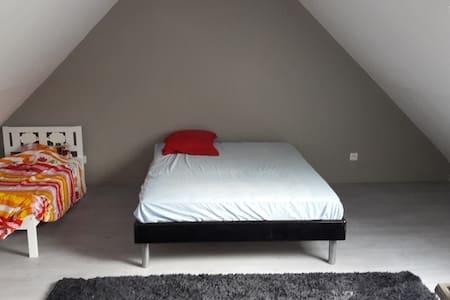 Chambre 2 adultes + lit enfant - Sillé-le-Philippe