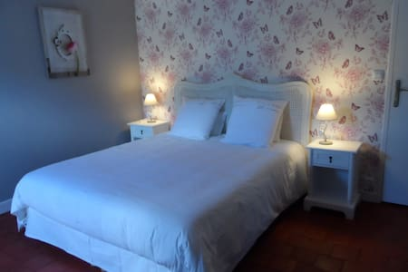 "Couet'& Café"" Papillons"" - Bed & Breakfast"