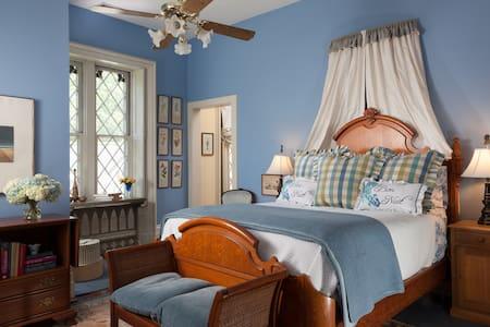 Beatiful room with amenities galore - Louisville - Bed & Breakfast