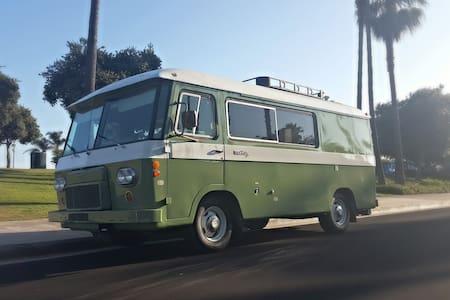 Unforgettable Vintage Camper Experience - Lakókocsi/lakóautó