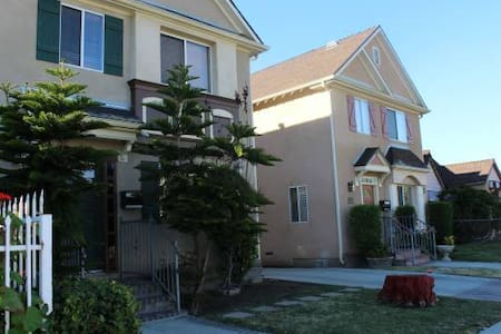 6-1 bed Dorm2 in Ruthelen House - Los Angeles - Bed & Breakfast
