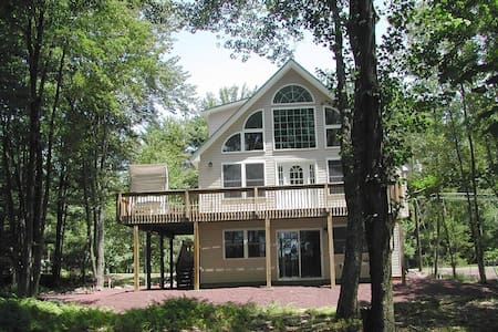 Lakefront House in Poconos