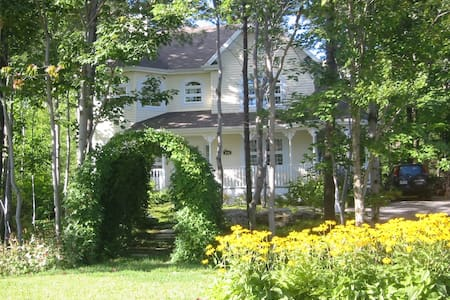 Chambre de luxe avec foyer et balcon privé - House