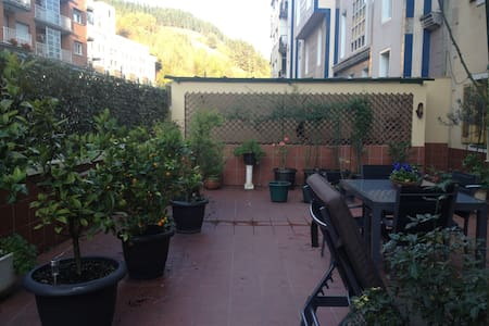 Piso con amplia terraza. - Eibar - Huoneisto