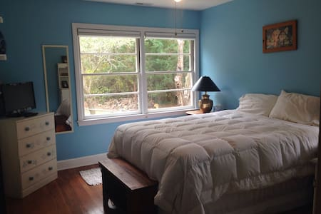 Spacious 4BR Brick Ranch with Gym. - Morehead City - Huis