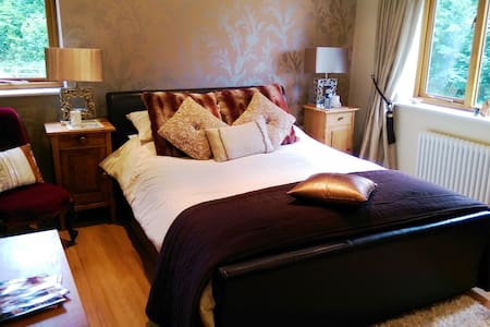 Luxury B+B in a private horseracing yard - Bed & Breakfast
