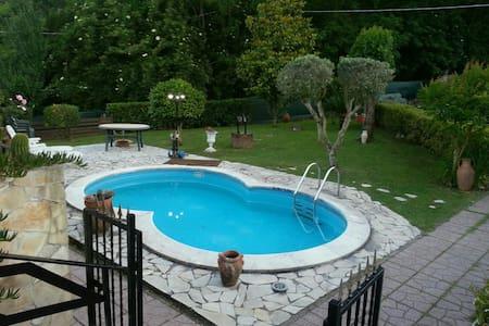 Villino indipendente con piscina - Hus