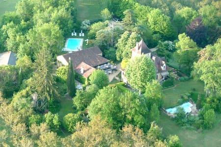Chambres D'Hotes Castel Du Bouysset - Saint-Martin-le-Redon - Bed & Breakfast
