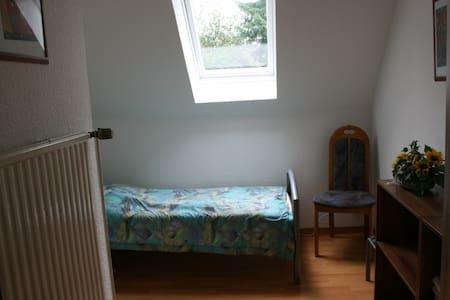 kleines möbliertes Zimmer in ruhiger Lage - Apartmen
