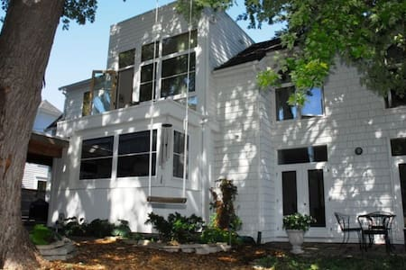Ryder Cup Compound in Downtown Excelsior - Excelsior - House