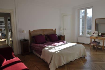 Suite au Château de Bel Ebat - Marcoussis