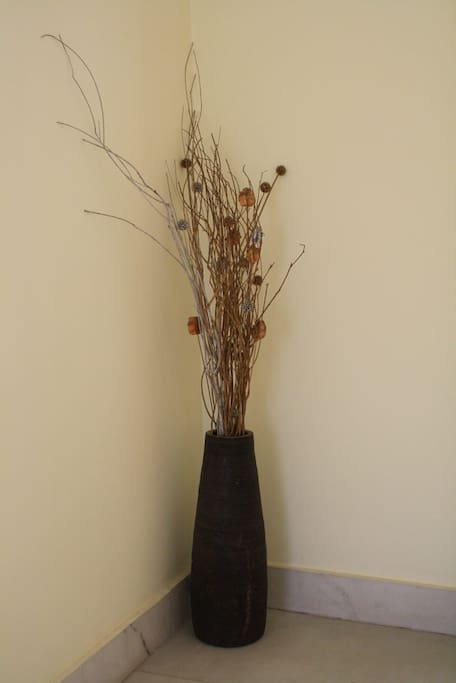 Dry flower arrangement on staircase