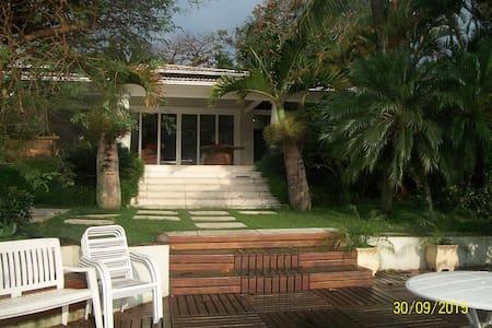 Marbella Casa 1 - Talo