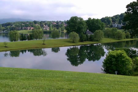 2 King beds + 2 bath Condo on Ivy Lake 1300+ sq ft - Condominium