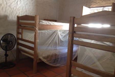 Linda casa con espacio compartido - Haus