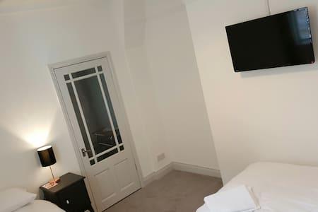 Royalty Self Service Apartments - Apartment