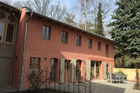 Potsdam - Remise im Park Sanssouci 2-6 Pers. 135qm - House