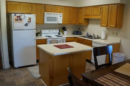 0.9 miles to Univ. of Southern Miss - Appartement