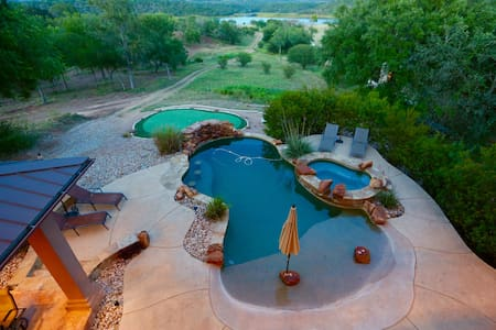 Waterfront Lake Travis on 6 Acres with Dock - Ház