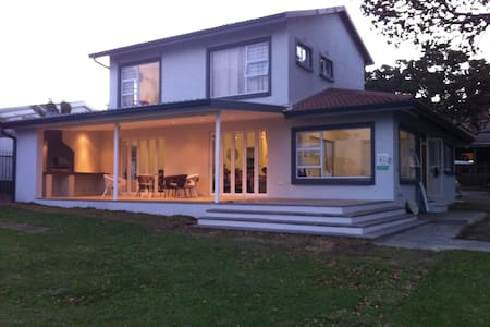 The Belle Cottage - Port Edward - House