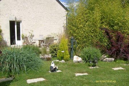 Petite maison restaurée avec goût - Villorceau - Dom