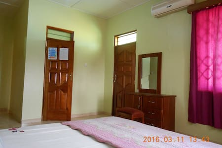Malbert Inn Budget Room A-4 - Tema - Bed & Breakfast