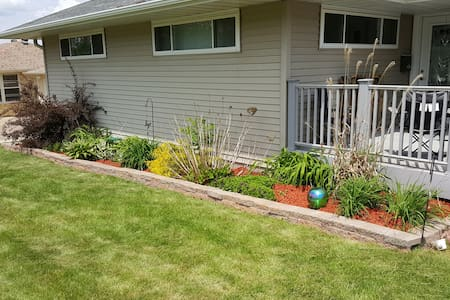 Cozy room, deck, wifi, pet friendly - Dubuque - House