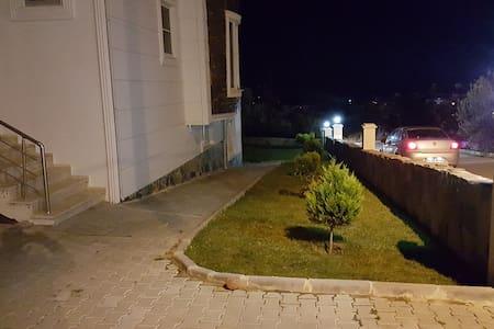 Souterrain Wohnung in Altinoluk - Διαμέρισμα