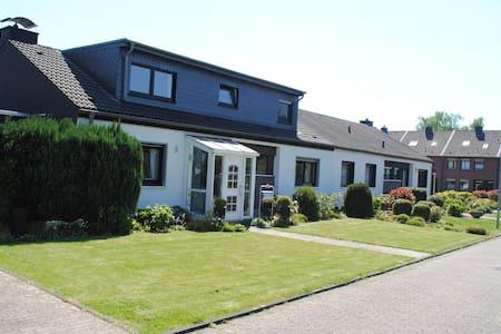 Zimmer im EFH in Königshardt - Haus