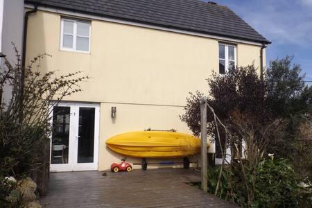 Fabulous family home near beach - Falmouth