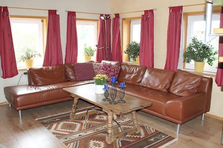 Sonnige Wohnung am Albtrauf - Apartamento
