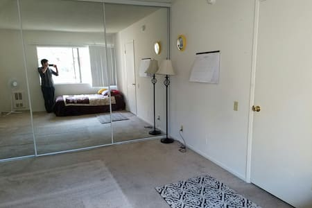 Amazing 1 bd with parking space - Santa Ana - Appartement