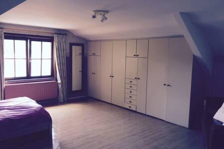 Grande chambre privée à louer dans villa - Zaventem - Villa