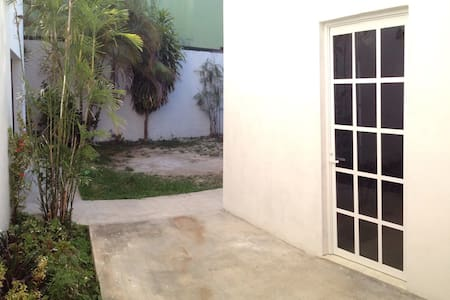 Backyard Private Room @Cancun downtown - Cancún - Townhouse