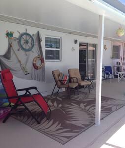 Home  with screened in pool. - Sebastian - House