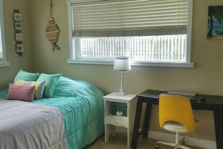 Clean Bedroom in Quiet Central Location - Pinellas Park - Hus