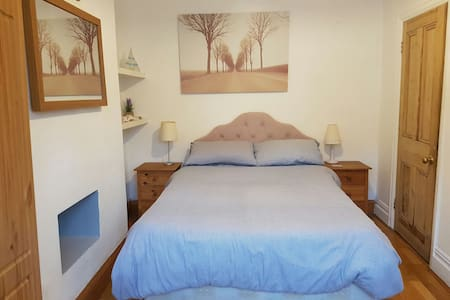 Lovely downstairs room near beach  - Cleethorpes