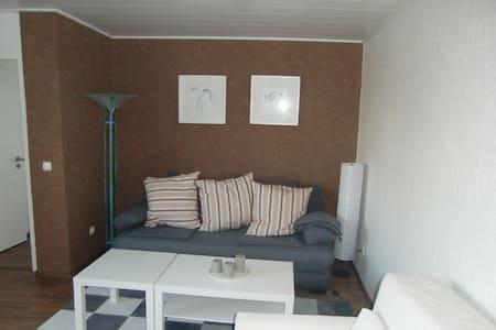 Schöne 2 -Zimmer Wohnung mit Blick in den Garten - Lägenhet