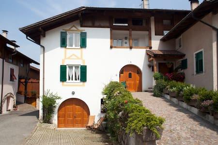 Casa storica in incantevole borgo della Val di Non - Don - Apartemen