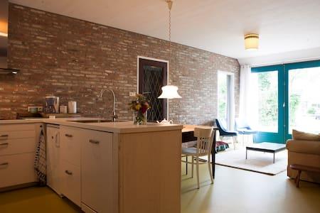 Ruim, licht en stijlvol in verbouwde boerderij - De Wijk - Apartment