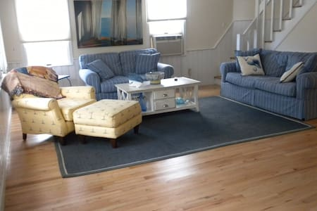 Beautiful newly renovated home,  close to ocean - House