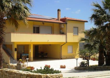 Arbaria per vacanza in Sicilia - Buseto Palizzolo - Leilighet